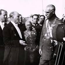 Ondan ötrü intihar edən Fikriyyə, sevimli iti Foks, yaltaqları sevməyən Atatürk