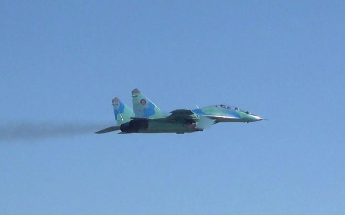 Hərbi Hava Qüvvələri praktiki uçuşlar icra edir -